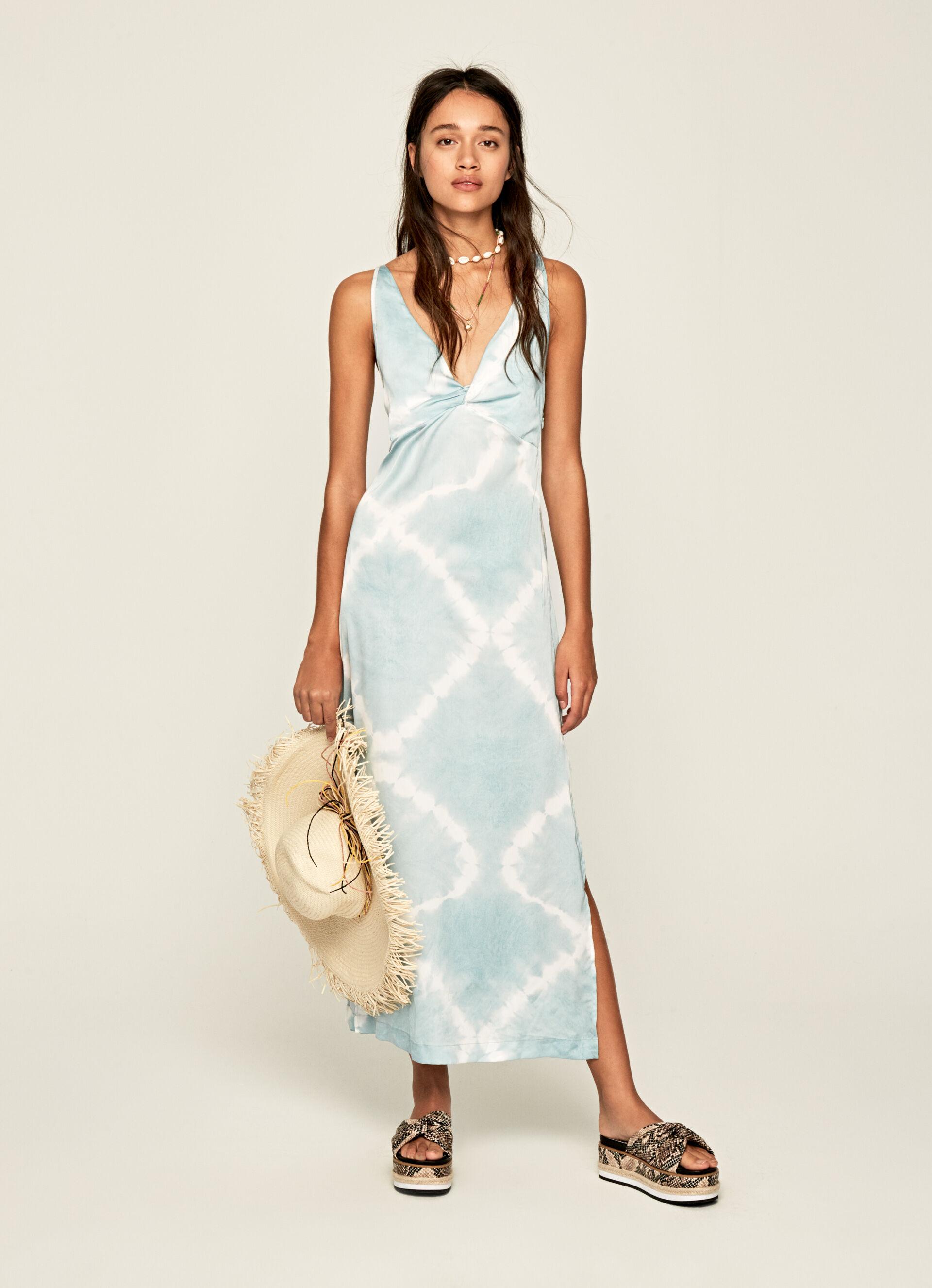 Vestido de alças em tecido acetinado